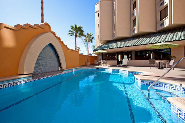 Holiday Inn Tijuana Zona Rio alberca
