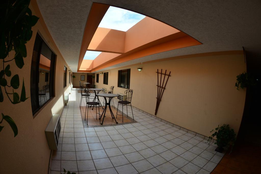 Hotel La Mesa pasillo