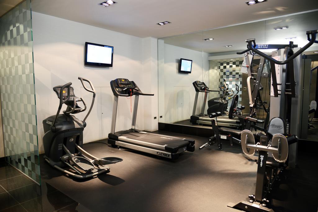 Hotel Real del Rio gym